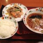 すけろく - 料理写真:すけろく平井 八宝菜ラーメンセット ¥880円