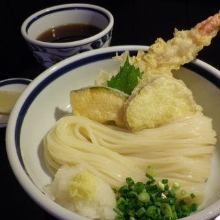 けんたろう - 料理写真:揚げたてアツアツの大ぶりな海老天と野菜天をのせたぶっかけうどん。