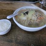 食いしん坊 - タンメン600円にサービスのライス