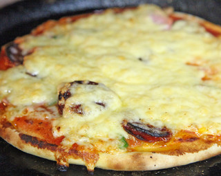 ニコラス - 1954年(昭和29年)ニコラスピザハウスは日本で最初にピザを紹介いたしました。