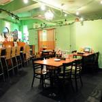 あぼかどびあん - 広々とした店内はカウンター7席、テーブル18席、お座敷12席。用途に合わせて使い方色々♪