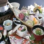浜商 - 浜御膳(小鉢・刺身五種・天ぷら・茶碗むし・白飯・吸い物・香の物・デザート) 1800円