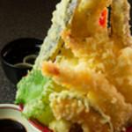 浜商 - 甘辛の特製ダレで食べる『メガ盛り天丼』 ※1日限定30食