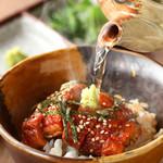 風見鶏 - 石焼で食べるうなぎのひつまぶし。