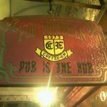 コーヒーエン - 看板には「PUB IS THE HUB」とあります