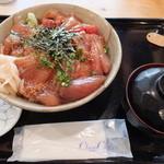 魚八 - マグロ漬け丼 ¥690