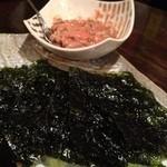昭和居酒屋 ほっこり亭 - 納豆と明太子を韓国海苔に包んで¥480
