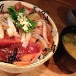 漁師小屋 番屋 - 漁師丼 中サイズ880Yen