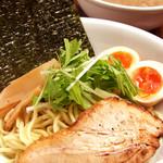 とりの助 - 料理写真:味玉鶏つけ麺892円/あつ・ひや盛りOK
