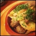 17679614 - セロリとミートボールの温かい前菜