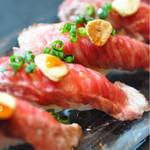 折衷Bar  シヅクトウヤ - 料理写真:名物!仙台牛の炙り寿司6貫