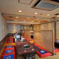 一頭買焼肉・ホルモン 醍醐 - ご家族や宴会などにお座敷の大部屋がおすすめです。