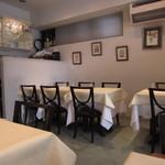 VIA Brianza - テーブル席