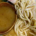 らうめん 麺坊 - らうめん 麺坊 @本蓮沼 ツルシコ・モチモチ食感の中太ストレート自家製麺と煮干し?などの出汁が浮く味噌スープ