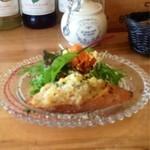 17686836 - 最初の一皿  バゲット付きサラダ