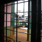 h.イマジン  - 内観写真:2011.2 店内より外を見ると!広いテラスがある、夏はここでくつろぐ予定だったが・・・・!