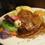 オジーノカリーヤ - オジイカレー  ハンバーグと有機野菜を添えて