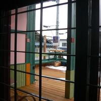 h.イマジン -2011.2 店内より外を見ると!広いテラスがある、夏はここでくつろぐ予定だったが・・・・!