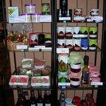 レストラン スリジェ - 自家製ジャム、ピクルスやオリーブオイルなど贈り物にも。