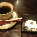 17690211 - 市川猿之助の楽屋めしにつく、コーヒーとデザート