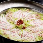 もつ鍋やましょう - やましょう鍋(豚肉と白菜のサンド鍋)