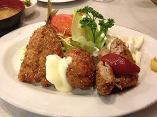 キッチンふるはし - Cセット アジフライ・カニコロッケ・メンチカツ(980円)これにライス・味噌汁・漬物が付きます。2013年3月