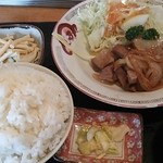 味工房 きくや - 料理写真:生姜焼き定食(680円)