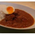 ショナリ - とろ~り半熟卵とじっくり煮込んだ牛筋のカレー!
