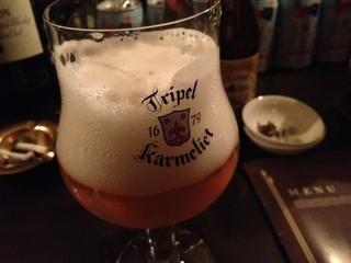 バー ジュラ - ビールによってグラスも色々♪