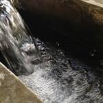 華福 - 自慢の箱根水系のとってもまろやかなお水です!当店の麺・麩等すべてにこのおいしい水を使用しております!