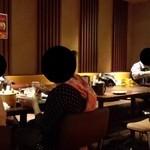 キムカツ - テーブル席の様子♪(*^。^*)