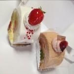 17707248 - 苺ロール380円   桜ロール