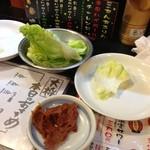 都賀西口の串屋横丁 - お通しキャベツ。おかわりし放題っぽい。