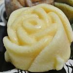 ランジェラ - 料理写真:ランジェラの薔薇のマドレーヌ