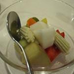リースリング - 自家製彩り野菜のピクルス \450-