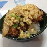 香港 - 料理写真:ダイナミックな盛り!香港のカツ丼