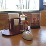 レストラン並木 - テーブルの調味料