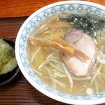 宝来軒 - 料理写真:塩ラーメン_550円、おにぎり_150円