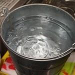 ビールスタンド重富 - グラスは氷水で冷やす