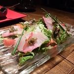 ごち - 佐々恵農園のサラダと採れたて鮮魚のカルパッチョ自家製昆布OILで(この日は鰤)