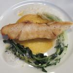 QUNIOMI - スズキのポワレ、カブのソース、京水菜、アサリのジュのカプチーノ仕立て