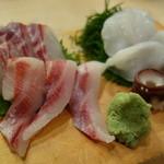 築地ビッグ寿司 - 石鯛と活タコの刺身