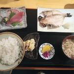 17730252 - 干物(焼き魚)&ミニ刺し盛りセット ¥780