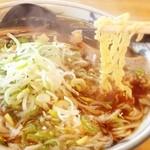 辻井餅店 - 餅屋さんで食べる昔ながらの中華そば(*⁰▿⁰*) 細い縮れ麺でするすると食べられる 安心する味
