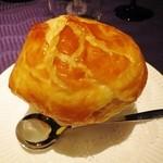 17733823 - 茸のポタージュ パイ包み焼き