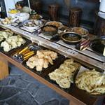 松屋 - うどんとバイキング60分・・・野菜を主とした惣菜 自家製カレーライス サラダ 果物、土日曜のみチョコレート、 コーナー カフェコーナー 付
