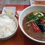 華麗なるスパイス - チキンレッグと野菜のスープカリー♪(ランチタイムは880円)
