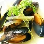 ヴォーノミイナ加藤 - ムール貝の白ワイン蒸しは、小¥500と、特大¥2000があります(笑)