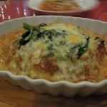 グラシアス - メインのほうれん草のチーズ焼きカレー