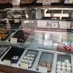 相模屋菓子店 - 綺麗な店内